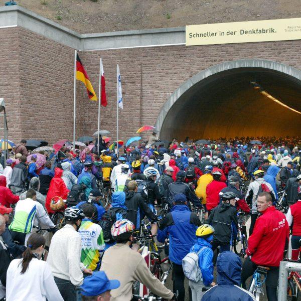 Zur Eröffnung des Rennsteigtunnels: Freigabe für Fußgänger und Fahrradfahrer