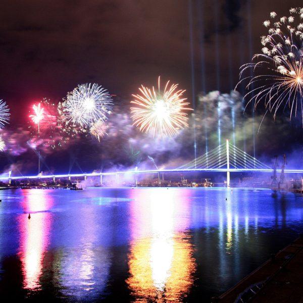 Verkehrsfreigabe der Rügenbrücke mit Feuerwerk