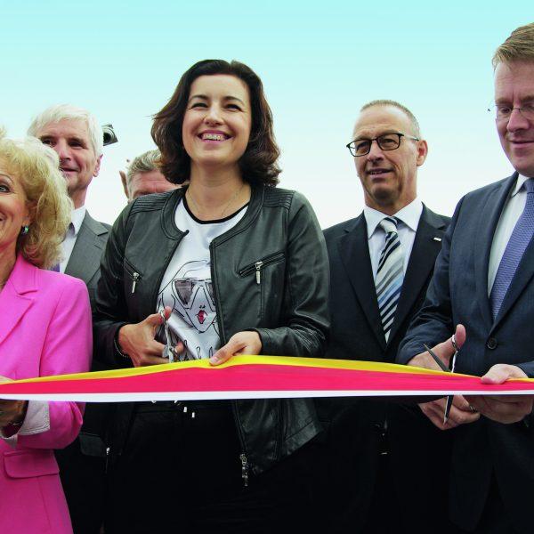 Verkehrsfreigabe der A 71 durch Thüringens Verkehrsministerin Birgit Keller und Staatssekretärin Dorothee Bär